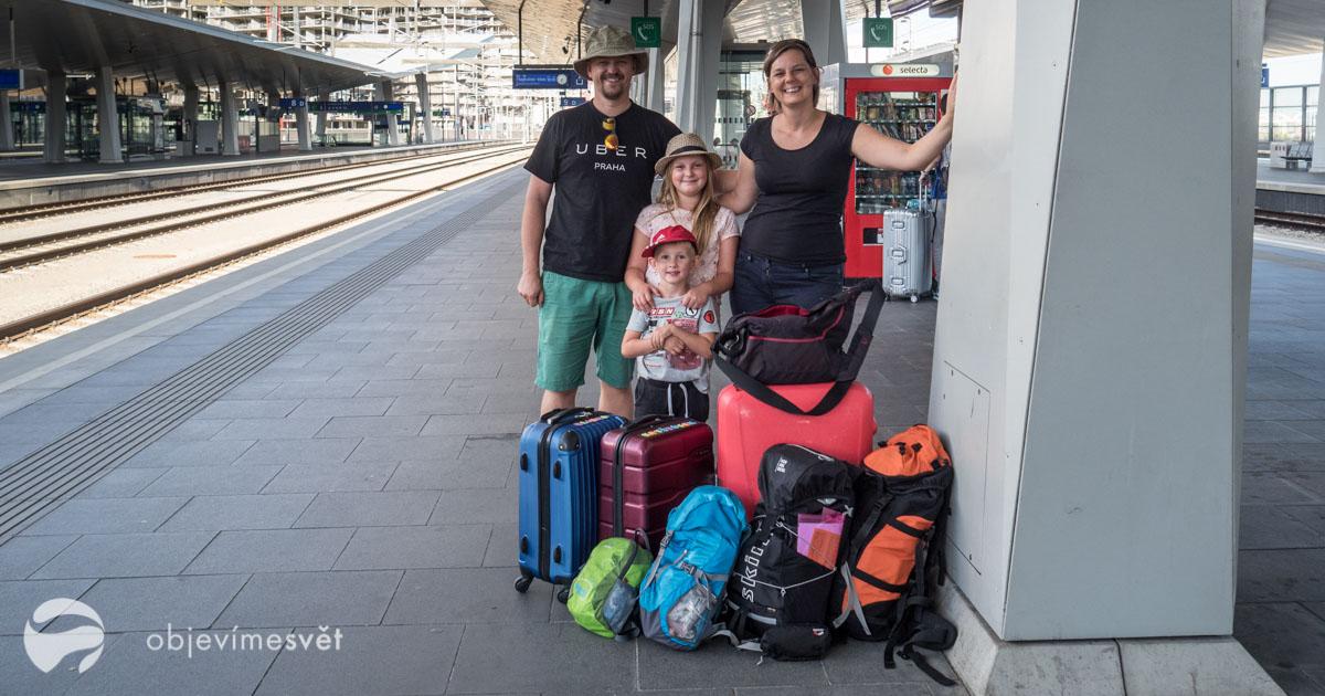 S dětmi na nádraží