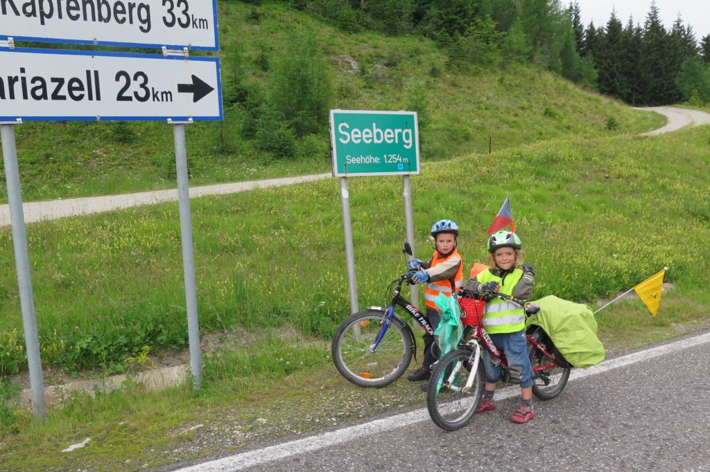 Děti na kolech