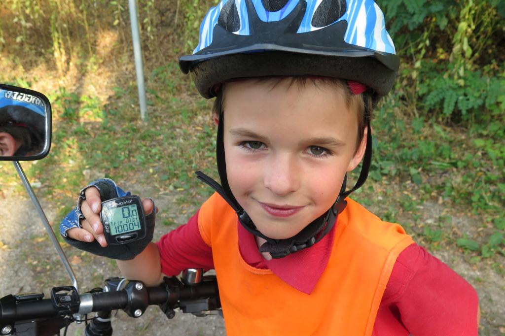 Cyklista s tachometrem.