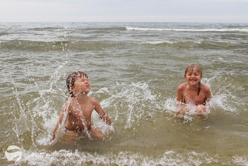 Děti v moři