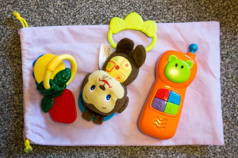 Hračky pro miminko do letadla.