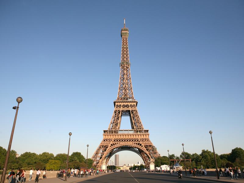 Eiffelova věž v Paříži.