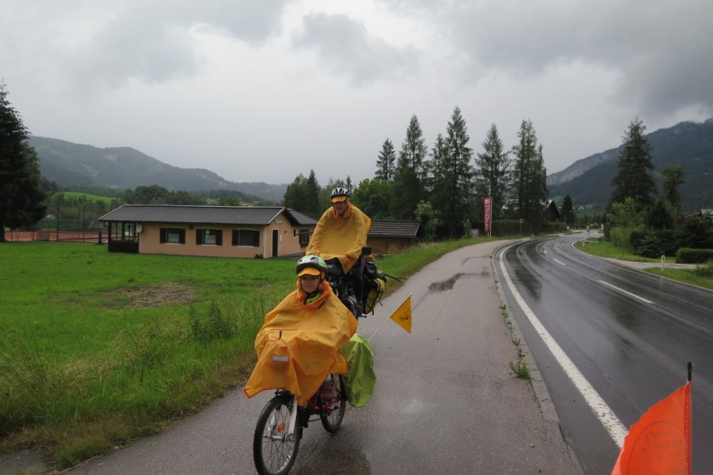 Cyklisté v dešti