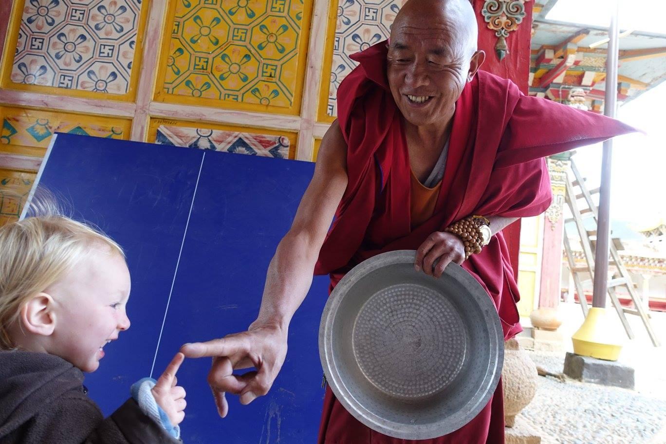 Saša jede s mnichem