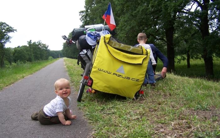 Miminko s cyklo vozíkem
