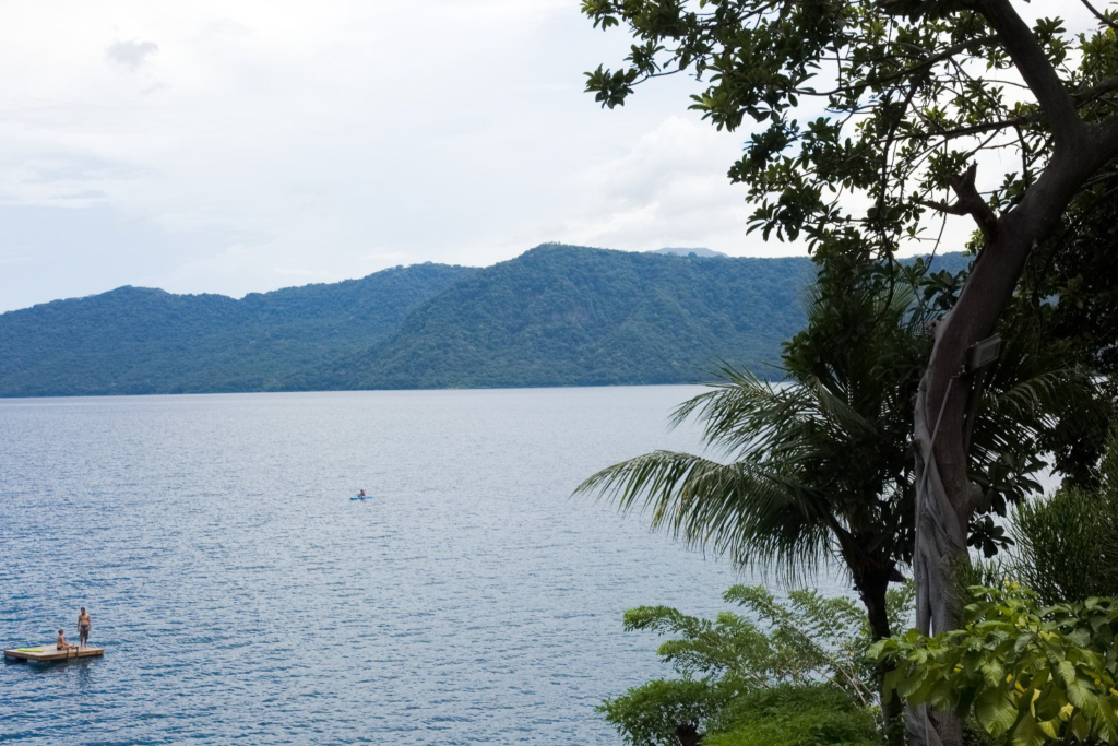 Výhled na Lagunu de Apoyo v Nikaragui.