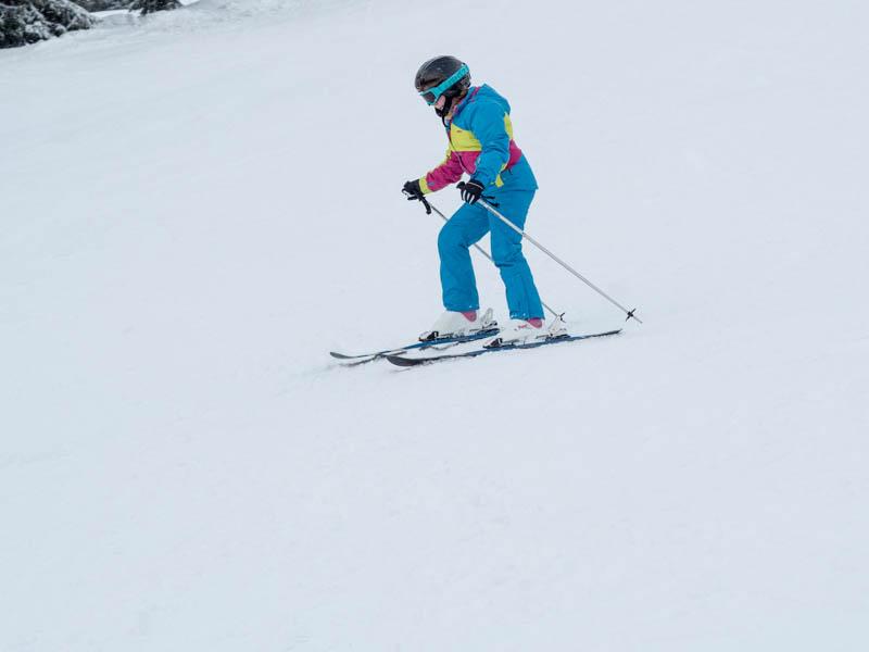 Julinka lyžuje