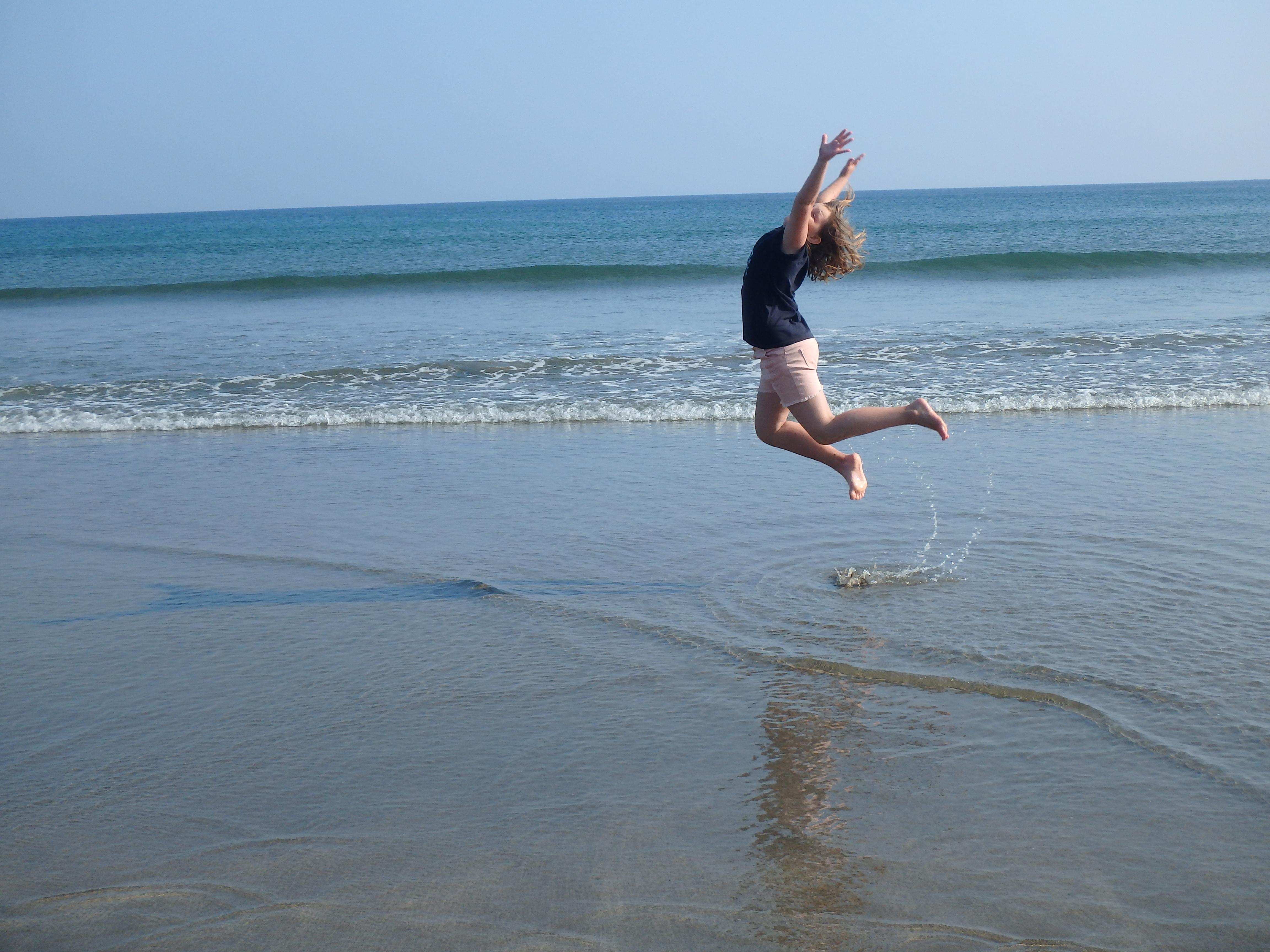 na pláži v Cornwallu