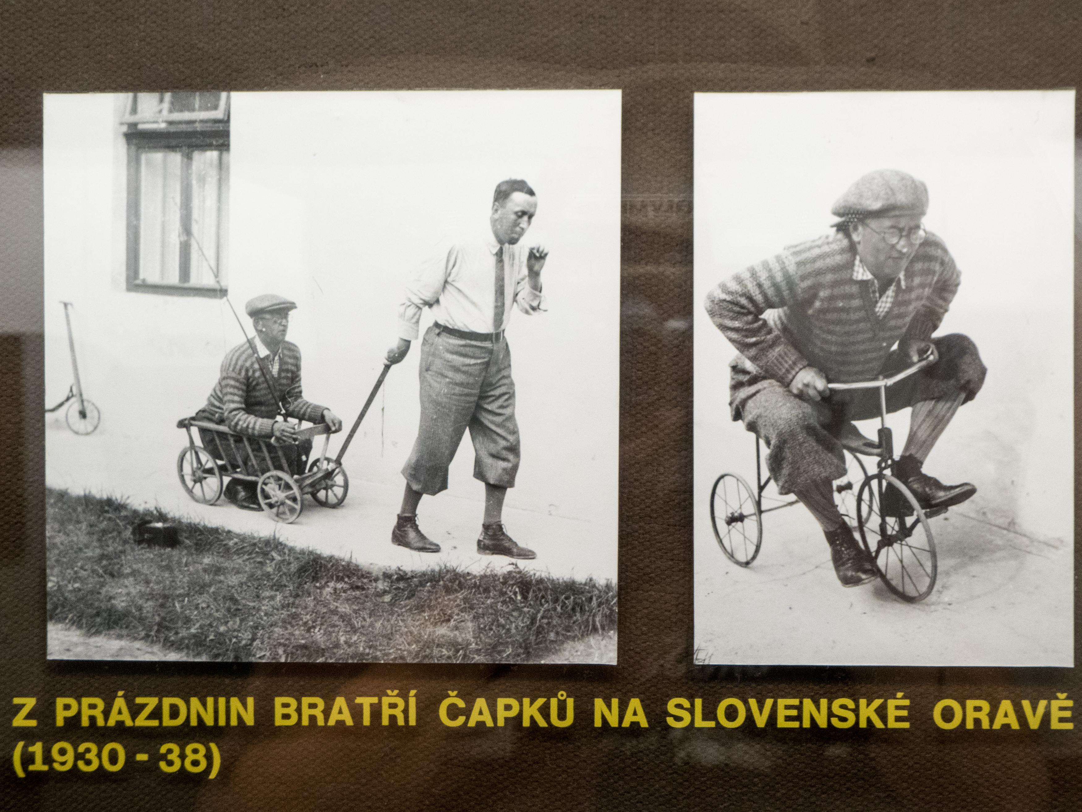 Karel a Josef Čapkovi blbnu na tříkolce.