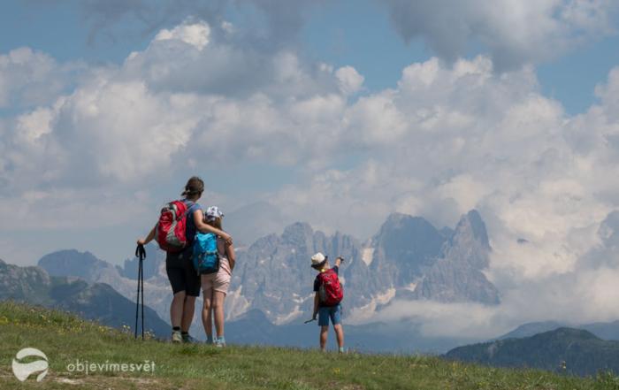 Výhled z hory LAtemar, Itálie, Dolomity.