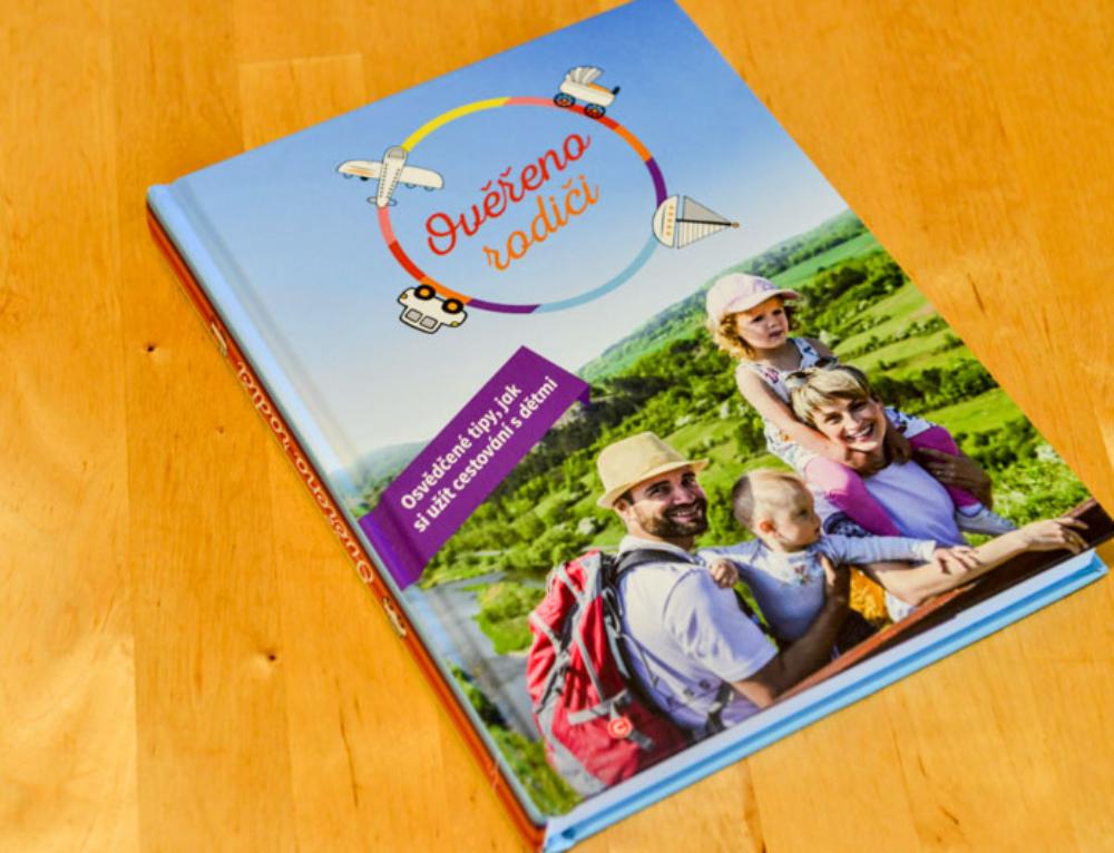 Kniha Ověřeno rodiči, o cestování s dětmi, je super dárek