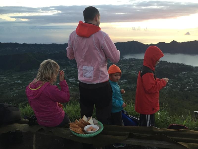 Na Mount Batur s dětmi