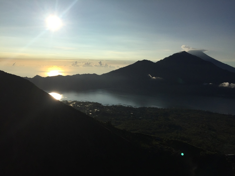 Východ slunce na Gunung Batur s dětmi